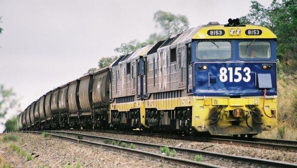 El juego de las imagenes-http://www.railpage.org.au/pix/diesel/8153-81xx_Jerrawa.jpg