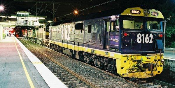 El juego de las imagenes-http://www.railpage.org.au/pix/diesel/8162-L254-833-4836-L265_3986_Sutherland_2.jpg