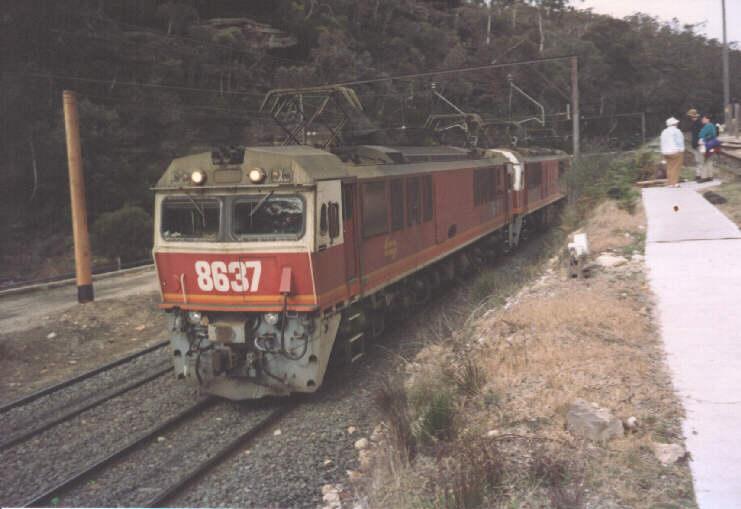 http://www.railpage.org.au/pix/electric/8637.jpg